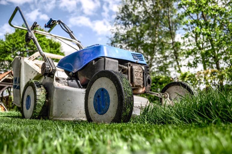 20 - lawn Mower - public domain