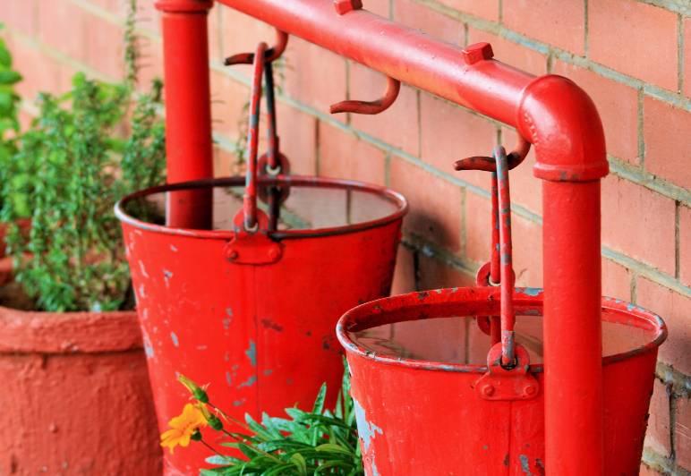 33 - buckets - public domain