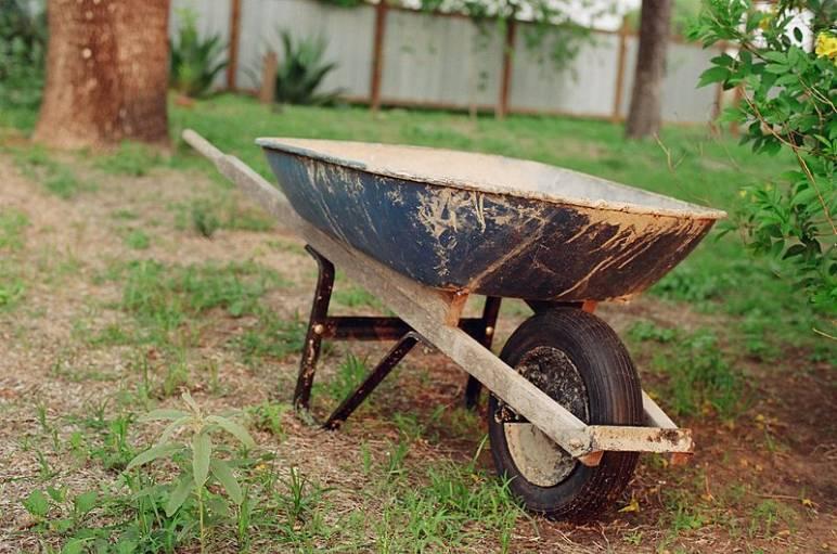 35 - wheelbarrow - needs credit