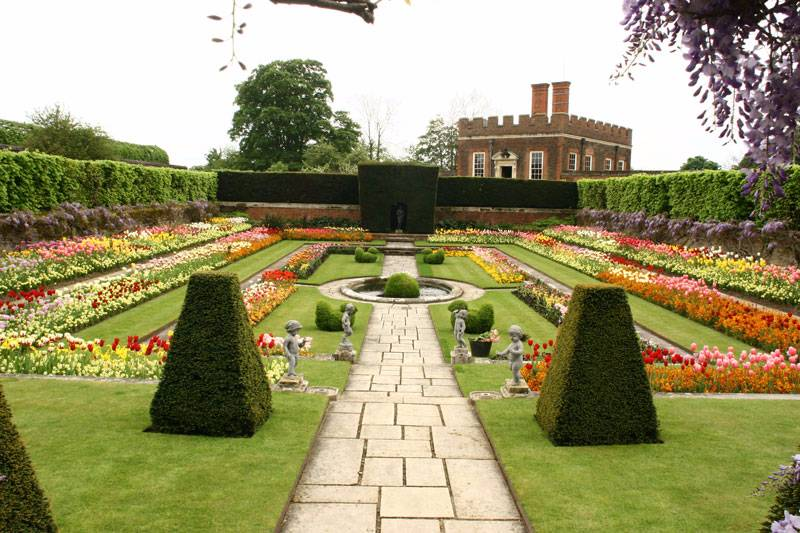 Hampton Court Palace[1]