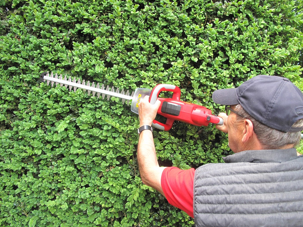 Cordless Hedge Trimmer 40V | Mantis UK - Expect Big Things